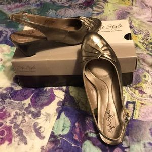 NWT soft style hush puppy shoes